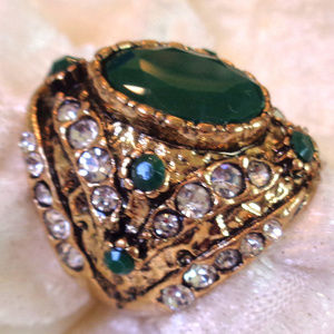 STUNING HAND MADE VINTAGE RING SIZE 8-9